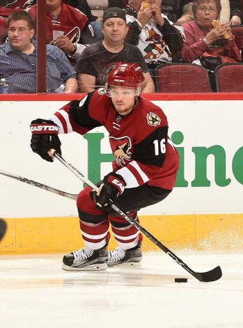 GLENDALE, AZ - OCTOBER 10:  Max Domi #16 of the Arizona Coyotes skates with the puck against the Pittsburgh Penguins at Gila River Arena on October 10, 2015 in Glendale, Arizona.  (Photo by Norm Hall/NHLI via Getty Images)