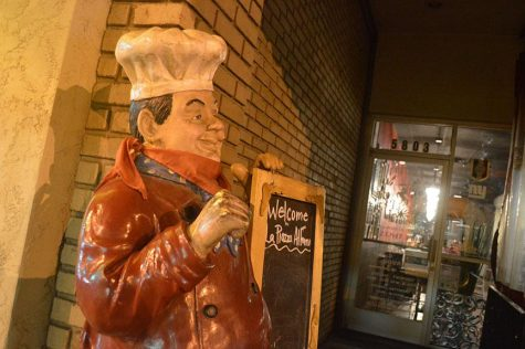 A statue of an Italian Chef welcomes patrons to La Piazza Al Forno (Glendale)