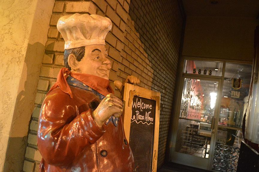 A+statue+of+an+Italian+Chef+welcomes+patrons+to+La+Piazza+Al+Forno+%28Glendale%29